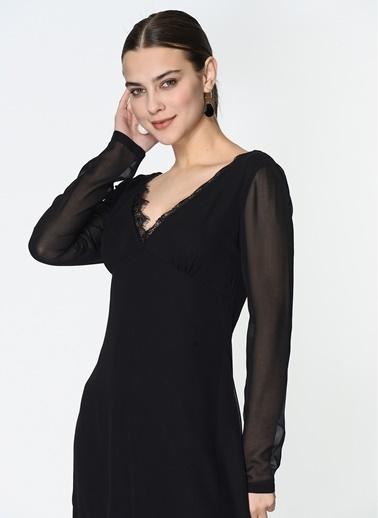 Loves You V Yaka Eteği Dantelli Midi Elbise Siyah
